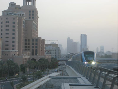 Dubai Metro: An in-bound train arriving at the Mall of the Emirates station.