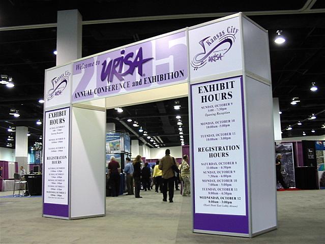 Photof entrance to URISA 2005 exhibit hall