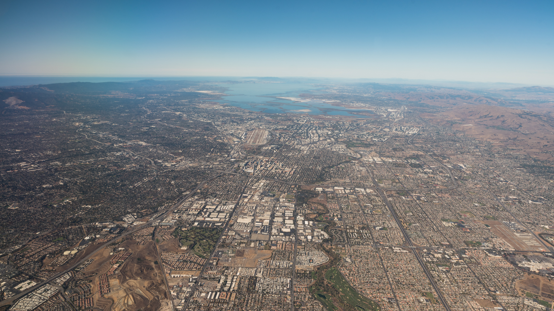 development of silicon valley Silicon valley (abbreviated as sv) is a region in the southern san francisco bay area of northern california, referring to the santa clara valley, which serves as the global center for high technology, innovation and social media.