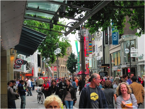 Pedestrian Only Shopping Streets Make Communities More